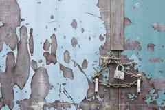 chain stängda lÃ¥sta säkra för dörrlås säkrar Royaltyfri Fotografi