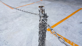Chain staket och poler Royaltyfri Bild