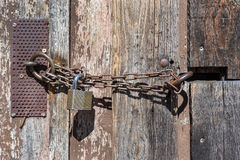 Free Chain With Lock On A Barn Door Royalty Free Stock Images - 54755769