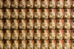Chainese dorato Buddha al tempio di Leng Noei Yi 2 Immagini Stock Libere da Diritti