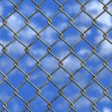 Chainlink篱芭和天空(无缝的纹理) 图库摄影