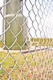 Chainlink que cerca en un sitio industrial Foto de archivo