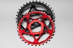 chainring红色和黑的自行车 免版税库存照片