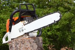 chainsaw royaltyfri foto