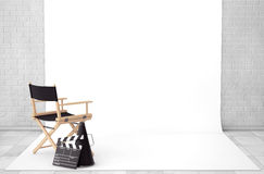 Chair主任,电影拍板和扩音机在戏院演播室Roo 免版税库存图片