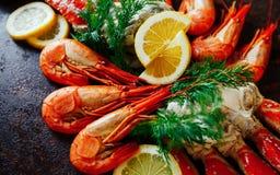 Chair de crabe avec la crevette, les herbes et l'aneth Photo stock