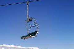 Chair-lift και μπλε ουρανός Στοκ εικόνες με δικαίωμα ελεύθερης χρήσης