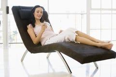 chair listening mp3 player sitting to woman Στοκ εικόνα με δικαίωμα ελεύθερης χρήσης