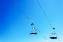 Chairlift och himmel Arkivbild