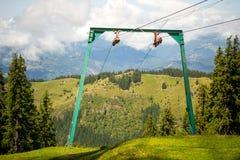 Chairliftkablar och pillon royaltyfri foto