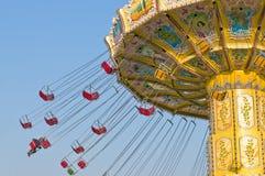 Chairoplane, das auf Spaßmesse spinnt Lizenzfreie Stockfotos