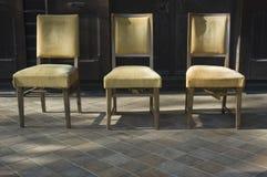 chairs gammalt royaltyfria bilder