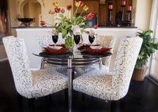 chairs inre tabeller royaltyfri fotografi