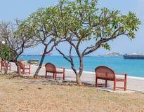 chairs sjösidan Arkivfoto