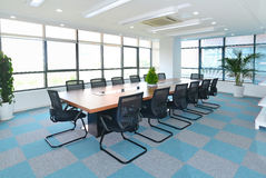 chairs tabellen för konferensmötelokal Royaltyfri Fotografi
