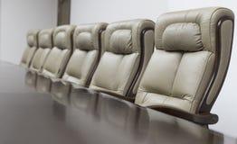 chairs tabellen för konferensmötelokal Royaltyfri Foto