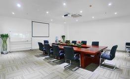 chairs tabellen för konferensmötelokal Arkivfoton