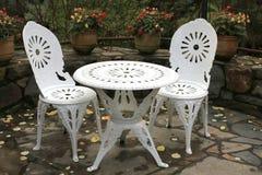 chairs utomhus- tabell två arkivfoton