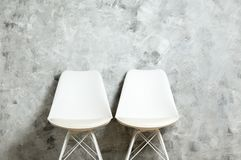 Chaise élevée de style avec personne s'asseyant là-dessus Sièges disponibles photo stock