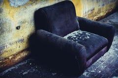 Chaise abandonnée de vintage Images libres de droits