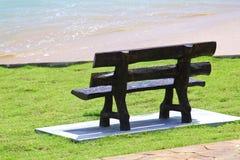 Chaise avec la plage Photo stock