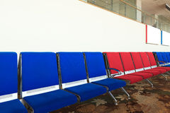 Chaise d'aéroport vide Photos libres de droits