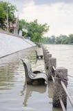 Chaise dans l'eau Photographie stock libre de droits
