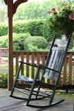 Chaise de basculage noire brillante images libres de droits