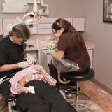 Chaise de dentiste image libre de droits