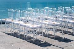 Chaise de Ghost, chaise transparente, style moderne d'A fait à partir de l'acrylique dans l'espace libre Photo libre de droits