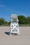 Chaise de maître nageur sur la plage images libres de droits