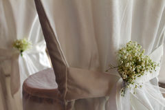 Chaise de mariage avec des fleurs de s-souffle de ` de bébé Images libres de droits