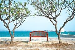Chaise de plage en bois d'été Photos stock