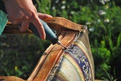 Chaise de poignée de charpentier vieille avec le graveur Photo stock