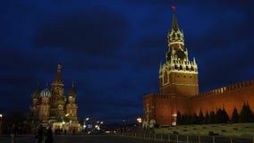 Chaise de St Basil et le Kremlinl banque de vidéos