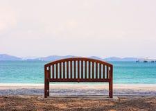 Chaise de TheThe par l'océan Image libre de droits