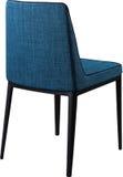 Chaise dinante bleue de concepteur sur les jambes noires en métal Chaise molle moderne d'isolement sur le fond blanc Photos stock