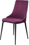 Chaise dinante pourpre de concepteur sur les jambes noires en métal Chaise molle moderne d'isolement sur le fond blanc Photos stock