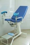 Chaise du ` s de gynécologue pour l'examen Photos libres de droits