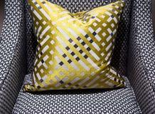 Chaise et coussin de luxe photographie stock