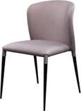 Chaise grise de bureau de concepteur sur les jambes noires en métal Chaise molle moderne d'isolement sur le fond blanc Photographie stock libre de droits