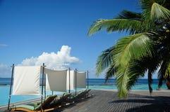 Chaise longue in Maldive Fotografie Stock Libere da Diritti