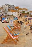 Chaise longue pour le loyer à St Ives Cornwall photographie stock libre de droits