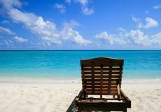 Chaise longue sulla spiaggia Immagini Stock