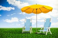 Chaise-lounge ed ombrello di Sun Fotografie Stock Libere da Diritti
