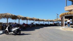 Chaise-lounge & ombrelli di Sun in Creta Fotografia Stock Libera da Diritti