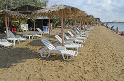 Chaise lounges and beach umbrellas on a beach Royalty Free Stock Photos