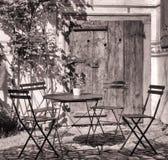 Chaise pliante et table Image stock