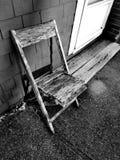Chaise pluse âgé sur le porche photo libre de droits