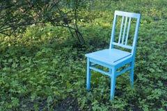Chaise sur la pelouse Photographie stock
